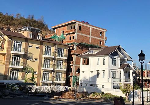 Chính thức cắt ngọn hàng loạt biệt thự xây trái phép ở Nha Trang - Ảnh 2. Chính thức 'cắt ngọn' hàng loạt biệt thự xây trái phép ở Nha Trang Chính thức 'cắt ngọn' hàng loạt biệt thự xây trái phép ở Nha Trang photo 1 15675881652161621330007