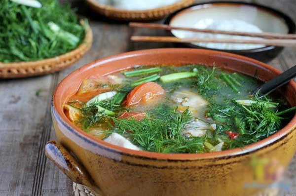 Không chỉ khử mùi tanh cực tốt, loại rau gia vị cực dễ trồng trong vườn này sau là thần dược chữa bệnh vào mùa se lạnh - Ảnh 2.