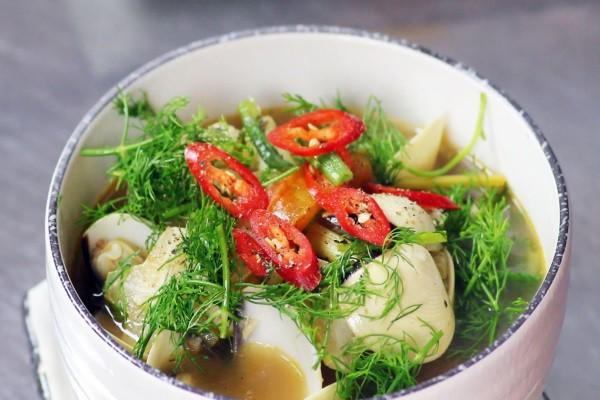 Không chỉ khử mùi tanh cực tốt, loại rau gia vị cực dễ trồng trong vườn này sau là thần dược chữa bệnh vào mùa se lạnh - Ảnh 3.