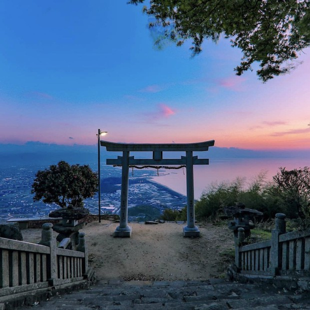 Loạt cổng Torii huyền thoại dọc khắp xứ Phù Tang, có nơi nối dài đến hơn... 10.000 cái - Ảnh 4.