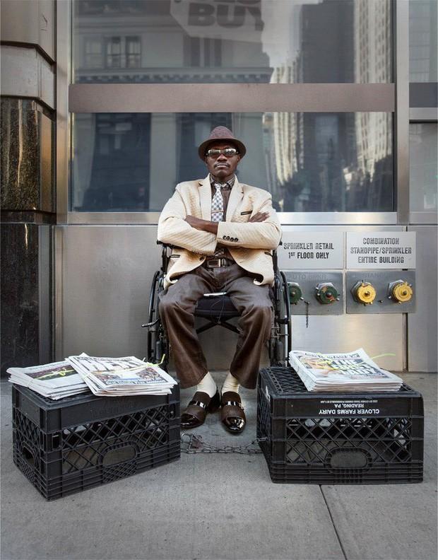Mặc vest đi giày Tây bán báo, chàng trai vô gia cư trở thành người giàu sở hữu nhà giữa New York - Ảnh 8.