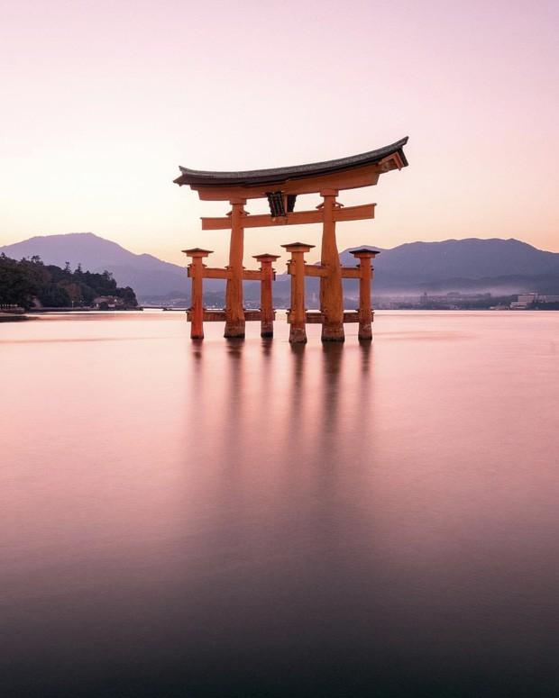 Loạt cổng Torii huyền thoại dọc khắp xứ Phù Tang, có nơi nối dài đến hơn... 10.000 cái - Ảnh 8.