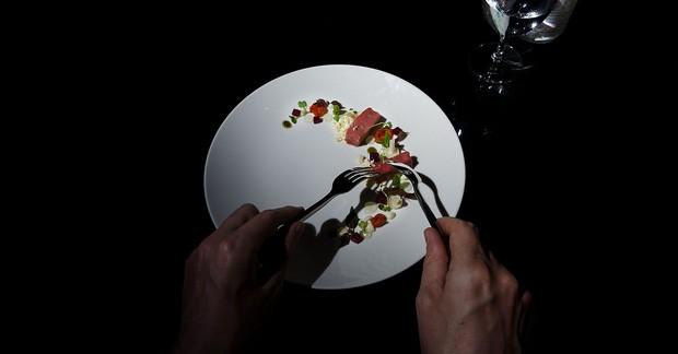 Trào lưu ăn trong bóng tối: Chỉ có 6 nhà hàng ở châu Á làm được điều này, và Việt Nam là một trong số đó - Ảnh 3.