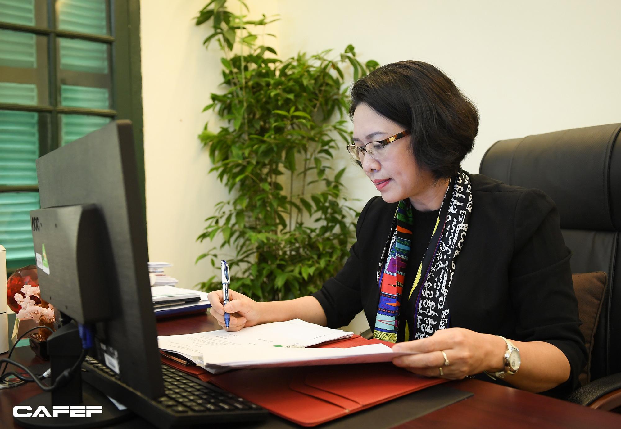 """Nữ Viện trưởng đầu tiên của CIEM: Bối cảnh kinh tế khó lường chính là """"sức ép tích cực""""! - Ảnh 5."""