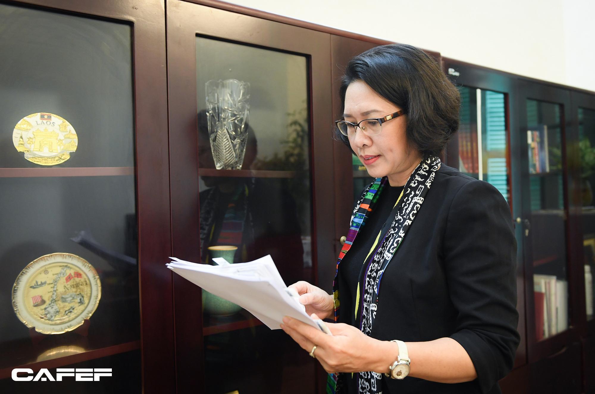 """Nữ Viện trưởng đầu tiên của CIEM: Bối cảnh kinh tế khó lường chính là """"sức ép tích cực""""! - Ảnh 8."""