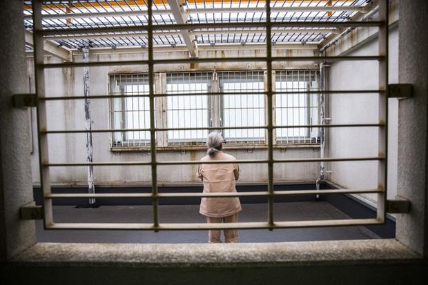 Vào tù dưỡng già: Lối thoát cực đoan của những người phụ nữ cô độc và hệ quả nghiêm trọng đè nặng lên xã hội Nhật Bản - Ảnh 2.