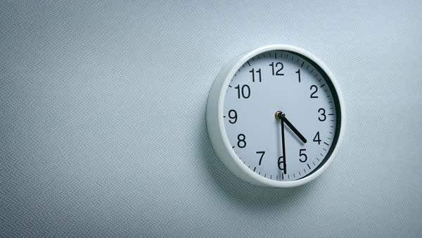 Cựu đặc nhiệm SEAL mách bạn cách bật dậy khỏi giường ngay lập tức lúc 4:30 mỗi sáng ngay cả khi bạn không muốn: Hãy tự đặt ra kỷ luật cho chính mình! - Ảnh 1.