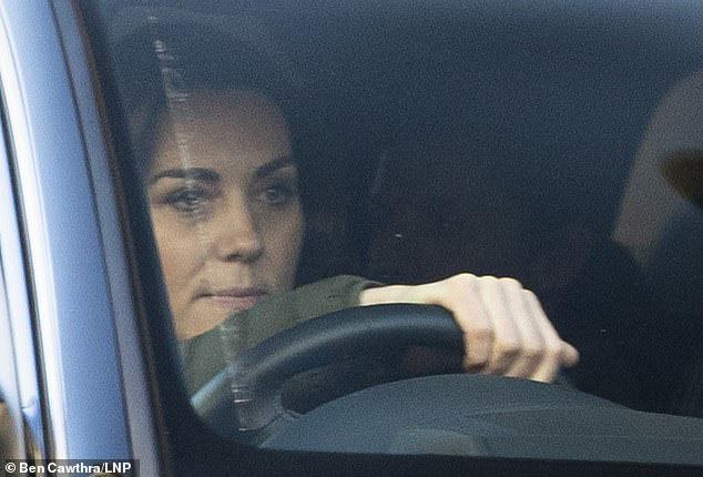 Công nương Kate xuất hiện kém sắc, đáng thương khi bị em dâu Meghan giành hết sự chú ý đúng ngày sinh nhật bởi thông báo gây sốc - Ảnh 2.