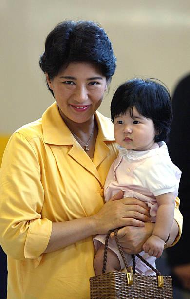Hoàng hậu Masako luôn gây trầm trồ mỗi khi xuất hiện, một phần lý do chính là vì màu sắc trang phục của bà  - Ảnh 9.