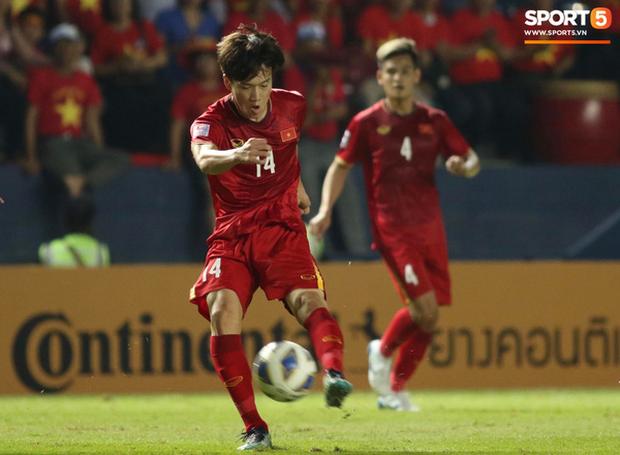Bùi Tiến Dũng khiến các fan phát sốt với pha cản phá cực đẳng cấp, khiến cầu thủ U23 Jordan ngẩn ngơ tiếc nuối - Ảnh 1.