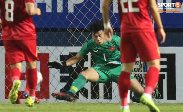 Bùi Tiến Dũng khiến các fan phát sốt với pha cản phá cực đẳng cấp, khiến cầu thủ U23 Jordan ngẩn ngơ tiếc nuối - Ảnh 4.