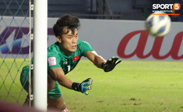 Bùi Tiến Dũng khiến các fan phát sốt với pha cản phá cực đẳng cấp, khiến cầu thủ U23 Jordan ngẩn ngơ tiếc nuối - Ảnh 6.