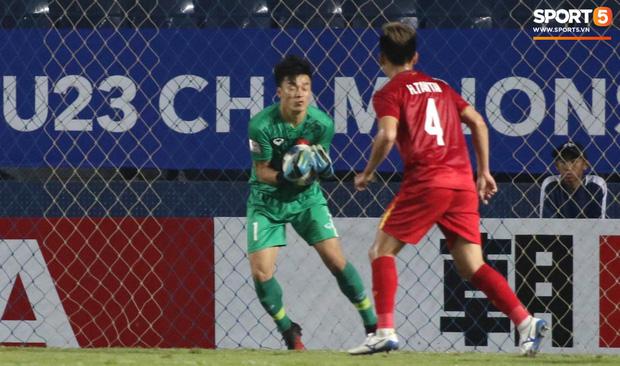 Bùi Tiến Dũng khiến các fan phát sốt với pha cản phá cực đẳng cấp, khiến cầu thủ U23 Jordan ngẩn ngơ tiếc nuối - Ảnh 7.