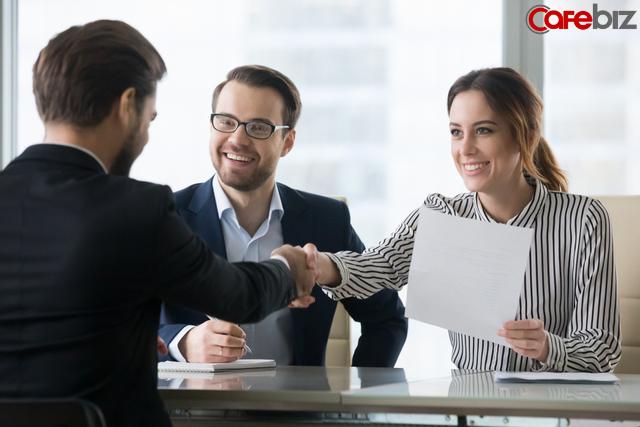 Nhà tuyển dụng hỏi từ tiếng Anh nào được nhiều người thích nghe nhất: Người được nhận - người bị đuổi sau nhau có vài phút, suy cho cùng hơn nhau ở thái độ - Ảnh 1.