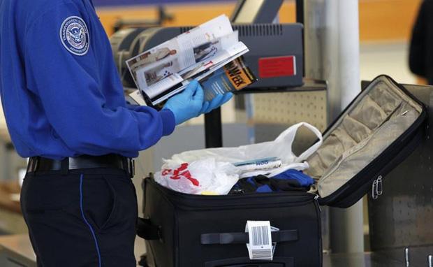 Tại sao không nên… ngáp khi đi qua cổng an ninh ở sân bay? Hành động nhỏ nhưng hậu quả cực kỳ nghiêm trọng! - Ảnh 2.