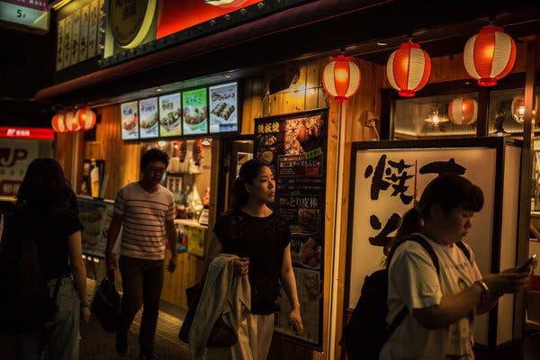 Sự trỗi dậy của văn hóa siêu độc thân ở Nhật Bản: Ăn 1 mình, làm việc 1 mình, thậm chí hát karaoke cũng 1 mình! - Ảnh 3.