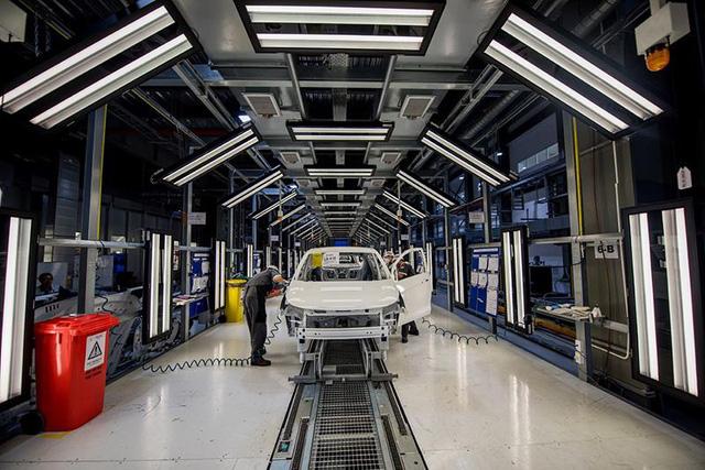 Vì sao sau nửa năm sản xuất ô tô, VinFast mới công bố doanh số? - Ảnh 2.