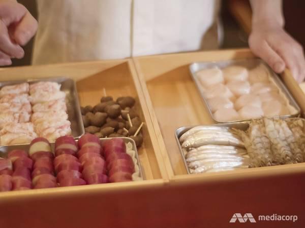 13.Sở hữu 2 sao Michelin nhờ kỹ thuật chiên tempura hoàn hảo nhưng đầu bếp người Nhật từng bị đuổi khỏi nhà vì quyết theo đuổi nghề nấu ăn - Ảnh 7.