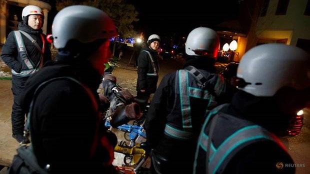 Dịch vụ chở người say rượu bia, kiếm bộn tiền ở Bắc Kinh - Ảnh 1.