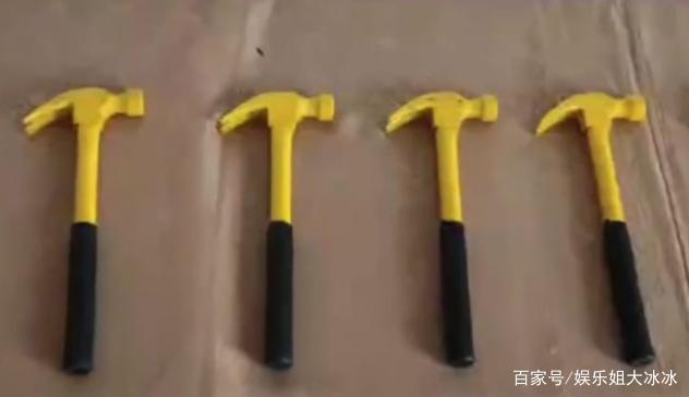 Muôn kiểu thưởng Tết độc lạ của các công ty Trung Quốc: Núi tiền 990 tỷ, vàng miếng, cần tây và cả... quan tài! - Ảnh 1.