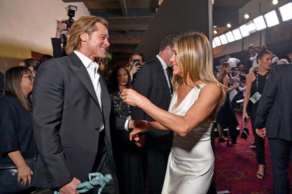 Brad Pitt - Jennifer Aniston: Chuyện tình khiến thế giới ghen tị kết thúc vì ồn ào ngoại tình, sau 15 năm gặp lại ánh mắt vẫn như xưa  - Ảnh 9.