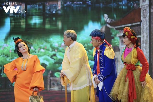 Trực tiếp đón giao thừa Tết Canh Tý 2020: Người Hà Nội đội mưa đón giao thừa, người Sài Gòn đeo khẩu trang chờ năm mới - Ảnh 24.