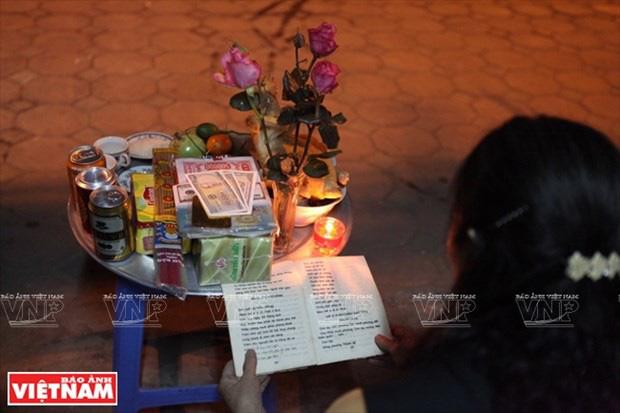 Trực tiếp đón giao thừa Tết Canh Tý 2020: Người Hà Nội đội mưa đón giao thừa, người Sài Gòn đeo khẩu trang chờ năm mới - Ảnh 25.