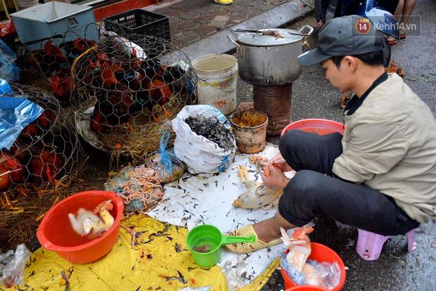 Dịch vụ bán và làm thuê gà cúng giao thừa ế ẩm, nhiều tiểu thương dọn hàng về sớm - Ảnh 10.