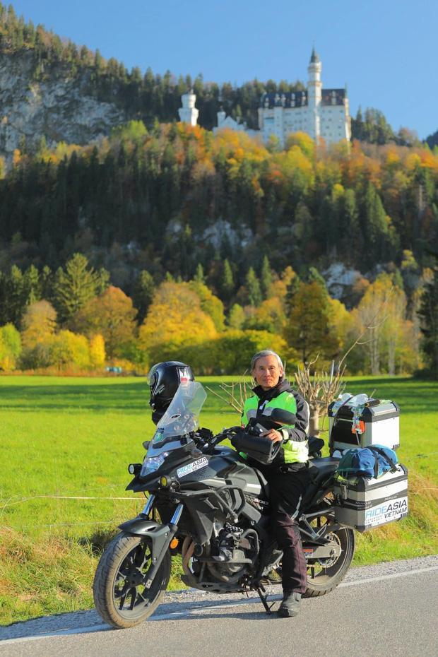 Đầu xuân, gặp cụ ông 66 tuổi đi xe máy qua 39 quốc gia, 40 vùng lãnh thổ: Vì tôi mơ mộng về cái thời trai trẻ mà tất cả chúng ta ai cũng từng có - Ảnh 8.
