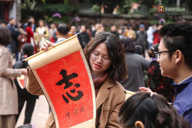 Ảnh: Chen chân xin chữ đầu năm mới tại Văn Miếu - Quốc Tử Giám - Ảnh 11.