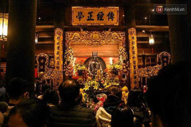 Ảnh: Chen chân xin chữ đầu năm mới tại Văn Miếu - Quốc Tử Giám - Ảnh 12.