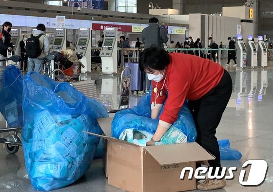 Hàn Quốc ảm đạm sau kì nghỉ Tết Nguyên đán khi già trẻ lớn bé đều sợ dịch viêm phổi Vũ Hán, du khách Trung Quốc mang quà đặc biệt về nước  - Ảnh 19.