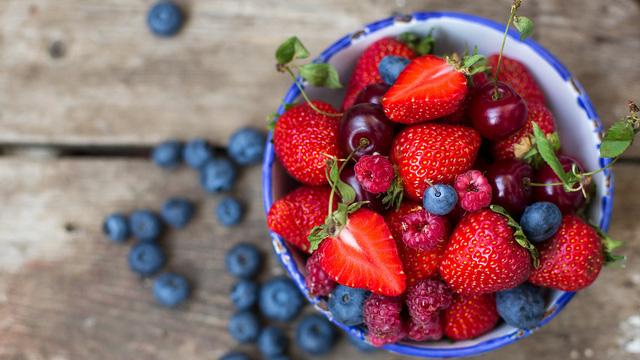 Alzheimer sẽ là cơn ác mộng khi về già, trừ khi bạn bổ sung ngay 5 loại thực phẩm lành mạnh này vào bữa ăn hằng ngày - Ảnh 1.