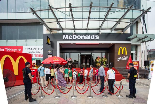 Thị trường gà rán 2020: Vị Tây đấu vị Đông - Ảnh 2.