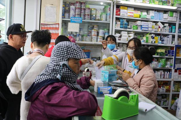 Hải Phòng: Thị trường khẩu trang loạn giá vì virus Corona hoành hành tại Trung Quốc - Ảnh 1.