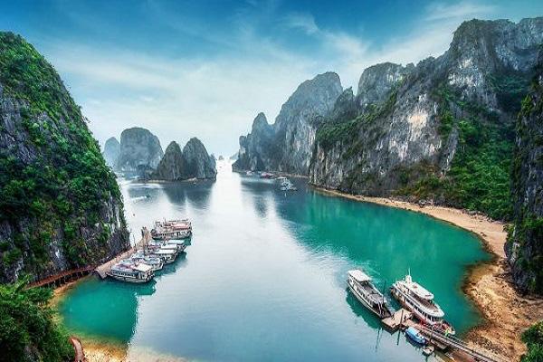 """Vịnh Lan Hạ (Cát Bà) lọt top đẹp nhất thế giới: Liệu có """"kéo"""" lên được du lịch Hải Phòng? - Ảnh 1."""