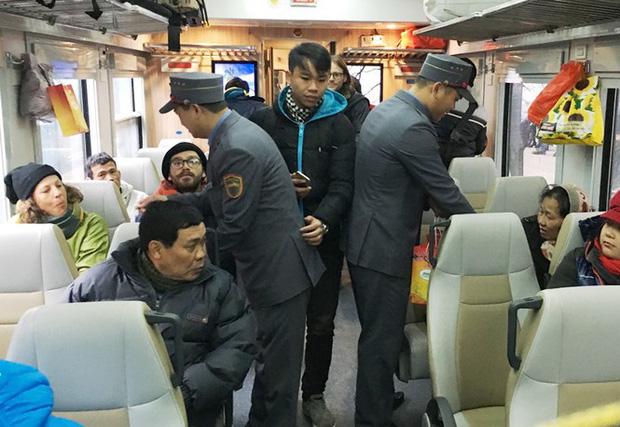 Ga tàu, bến xe lập 'phòng cách ly' cho khách nghi nhiễm virus corona - Ảnh 1.