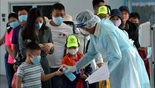 Giữa đại dịch corona, người Việt đang di chuyển bằng taxi, xe khách, bus hay grab cần làm gì để không nhiễm dịch bệnh? - Ảnh 1.