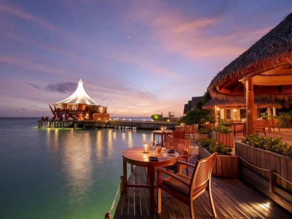 Khu nghỉ dưỡng lãng mạn nhất thế giới, giá gần trăm triệu đồng/đêm có gì? - Ảnh 2.