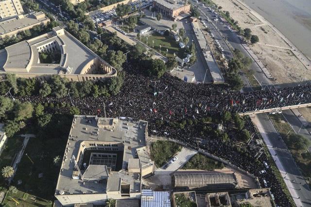 Lạnh người hình ảnh hàng triệu người trút giận dữ vào nước Mỹ tại đám tang tướng Iran bị ám sát - Ảnh 3.