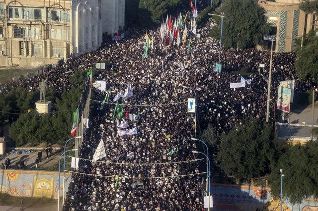 Lạnh người hình ảnh hàng triệu người trút giận dữ vào nước Mỹ tại đám tang tướng Iran bị ám sát - Ảnh 4.