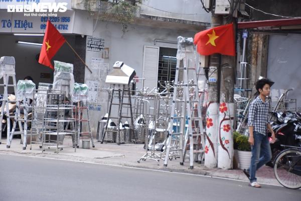 Sau chỉ đạo của thành phố, vỉa hè nhiều tuyến phố Hải Phòng vẫn bị bức tử - Ảnh 5.