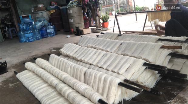 Phóng sự điều tra: Kinh hãi quy trình làm miến bẩn phục vụ Tết Canh Tý ở làng nghề ven đô Hà Nội - Ảnh 9.