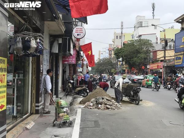 Sau chỉ đạo của thành phố, vỉa hè nhiều tuyến phố Hải Phòng vẫn bị bức tử - Ảnh 9.