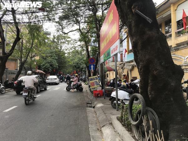 Sau chỉ đạo của thành phố, vỉa hè nhiều tuyến phố Hải Phòng vẫn bị bức tử - Ảnh 10.