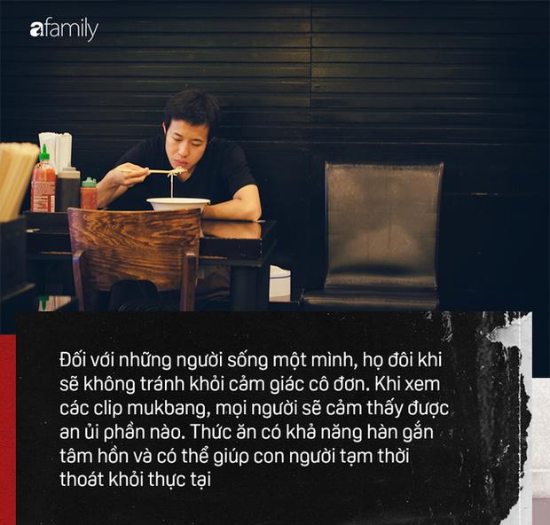 Mukbang: Trào lưu ăn cho người khác xem mang lại thu nhập hàng trăm triệu mỗi tháng nhưng đằng sau lại là góc khuất về sự cô đơn không ai biết - Ảnh 4.