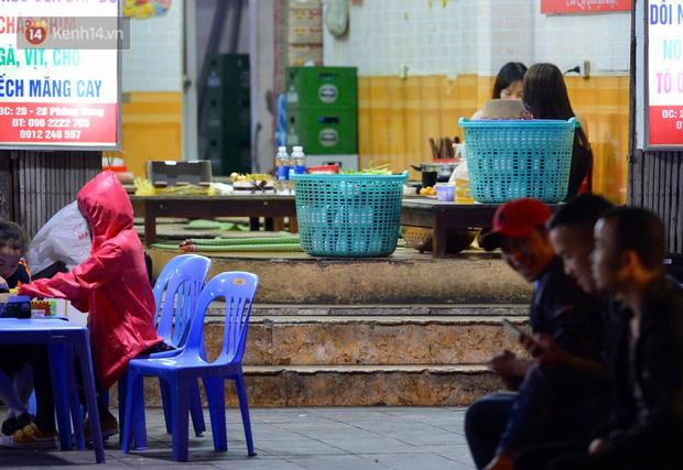 Ảnh: Phố nhậu có tiếng Hà Nội dần vắng vẻ, người dân tán thưởng nghị định mới về xử phạt nồng độ cồn - Ảnh 3.