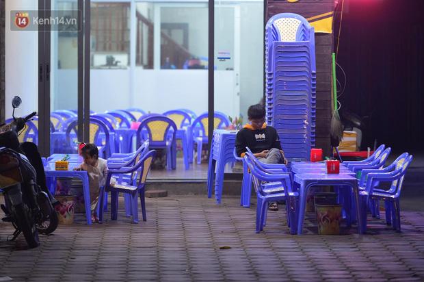 Ảnh: Phố nhậu có tiếng Hà Nội dần vắng vẻ, người dân tán thưởng nghị định mới về xử phạt nồng độ cồn - Ảnh 5.