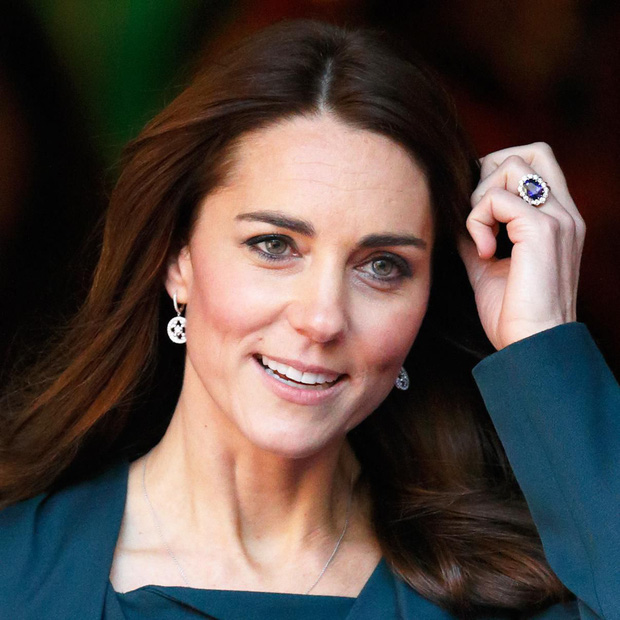 """Công nương Kate đột nhiên tháo nhẫn đính hôn trong sự kiện gần đây: Tưởng cô """"dỗi"""" chồng, hóa ra là vì lý do rất cảm động - Ảnh 1."""