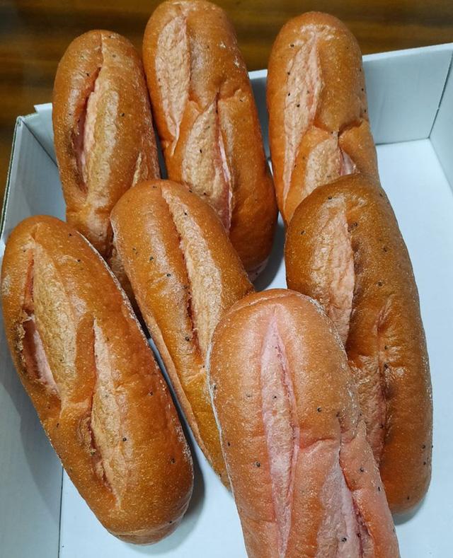 Vua bánh mì TP HCM tham gia giải cứu thanh long - Ảnh 1.